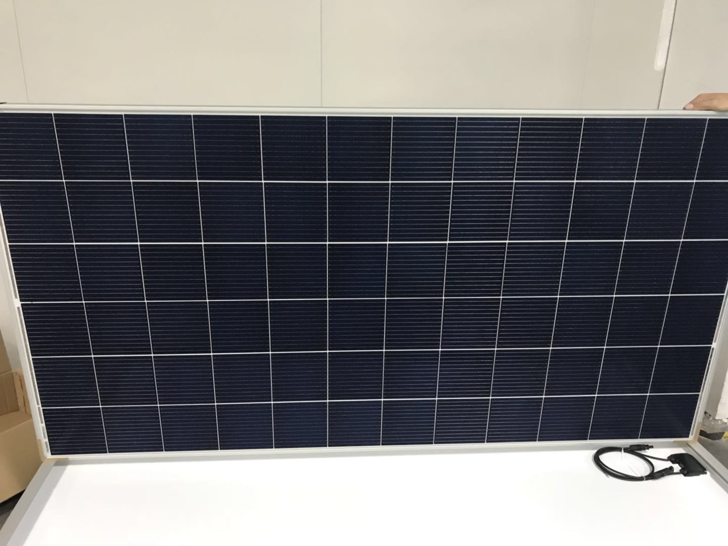 Latest New Model: 12BB 330W POLY Solar Panel Completed